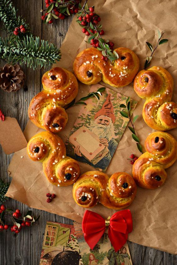 Afbeelding: http://sweet-gula.blogspot.com/2016/12/saint-lucia-saffron-buns-lussekatter.html